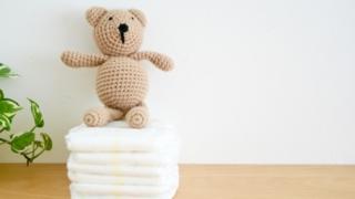 紙おむつと赤ちゃん育児のイメージ