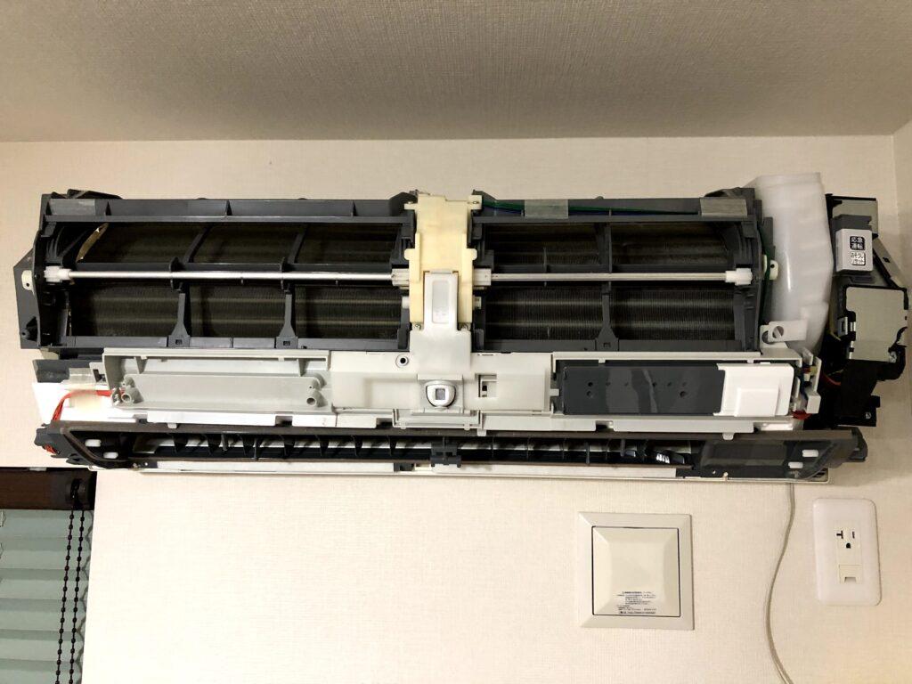 三菱電機ルームエアコン MSZ-JXV224-W カバーが外れた状態